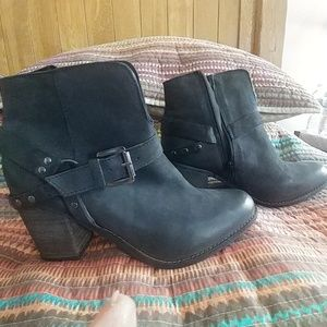 Matisse Harney black leather bootie size 10
